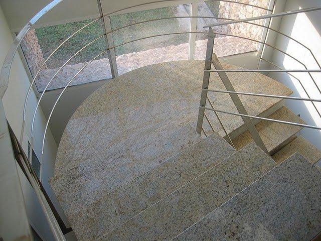 escaleras de mármol caracol