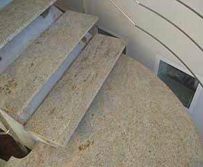 Escalera de caracol de mármol