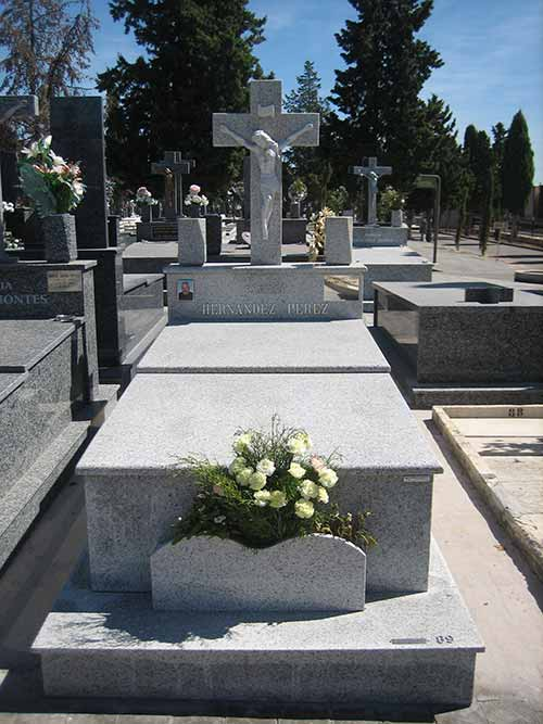 lápida de granito