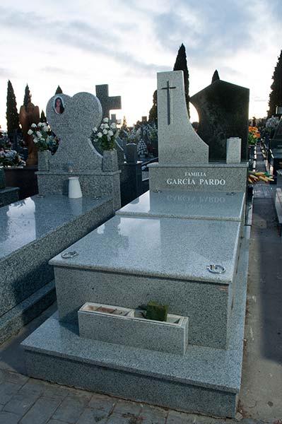 Lápidas granito 1